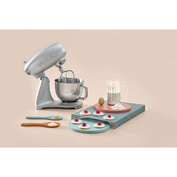 Smeg Kuchenmaschine Farbe Polarsilber